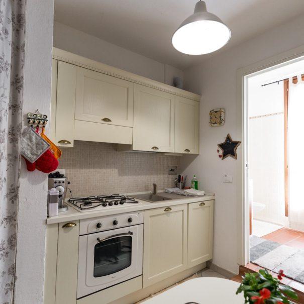 cucina_appartamento_MONTE ADONE